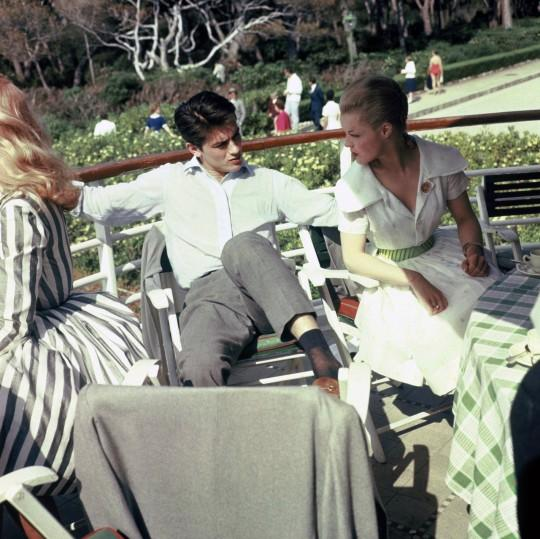 Alain-Delon-With-Romy-at-Cannes-in-1959